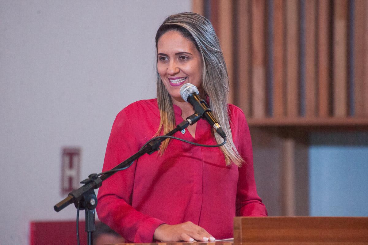 PL de Jaqueline Silva, aprovado em primeiro turno, determina que placas informem os motivos da interrupção, paralisação ou embargo da empreitadas por mais de 30 dias