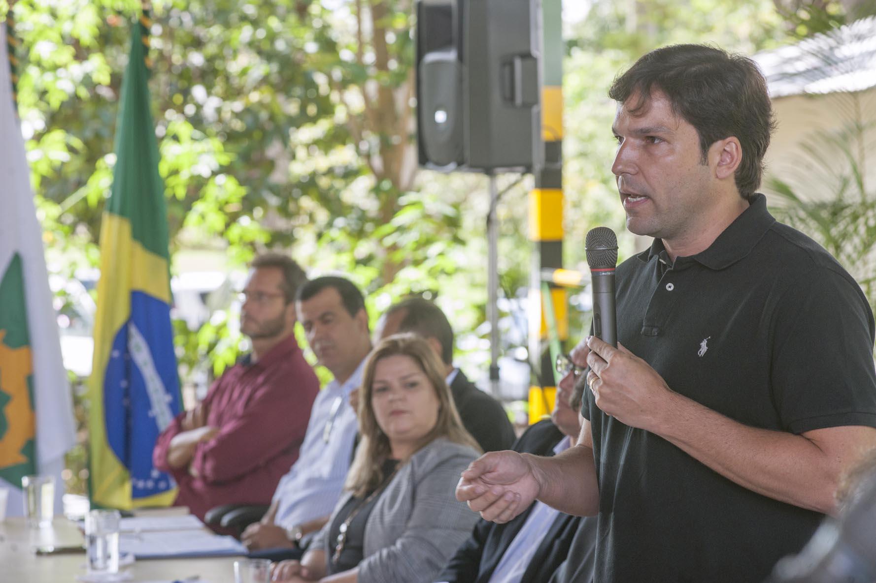 De autoria do deputado Robério Negreiros, também foi aprovada na CESC proposta que institui programa de incentivo à instalação de audiotecas n