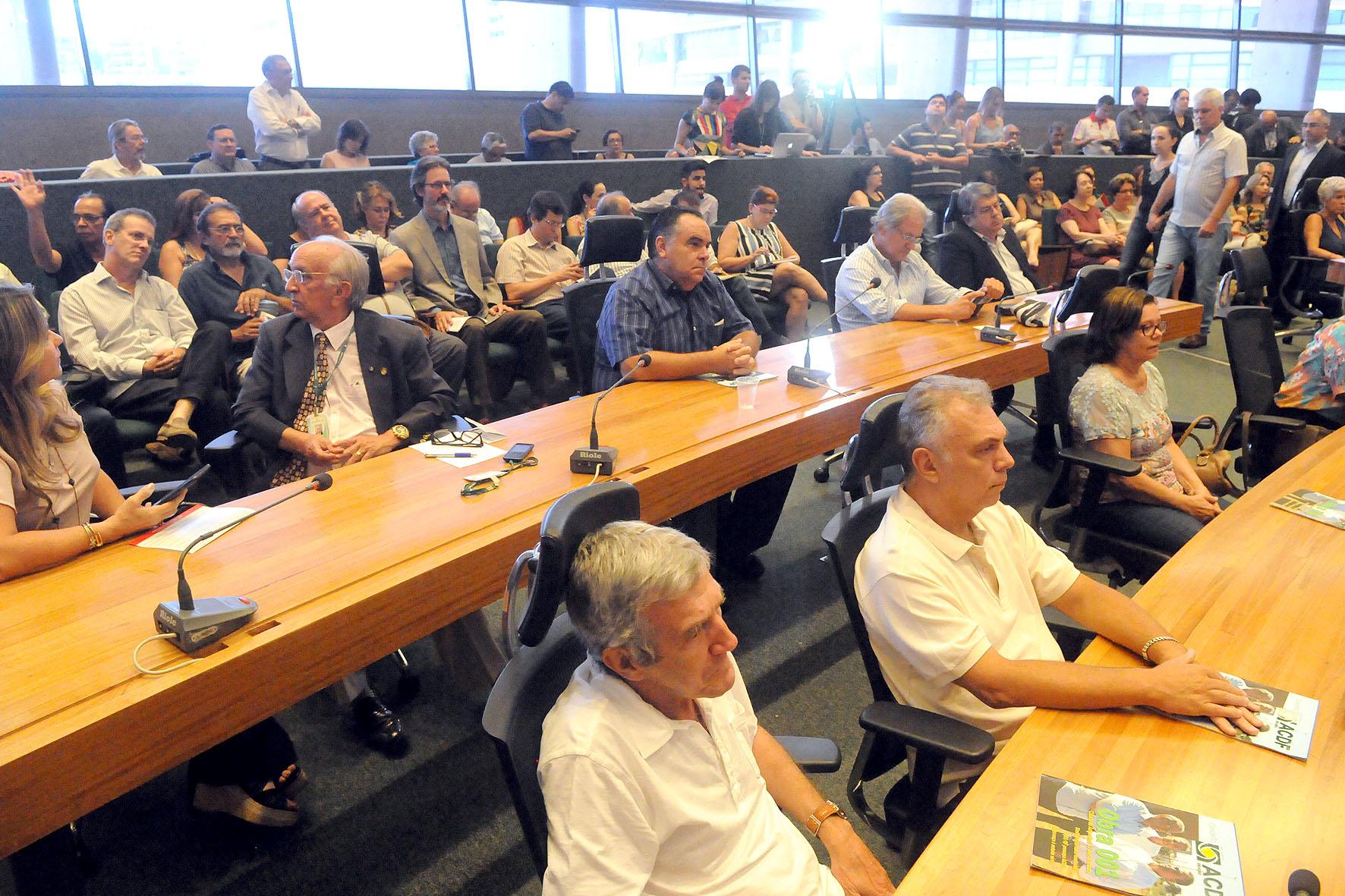 GDF retira projeto sobre cobrança por uso de áreas públicas anexas a residências da CLDF