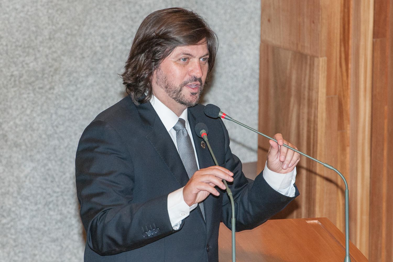 bf1a349d6aa Cláudio Abrantes toma posse e destaca lutas por educação e cultura ...